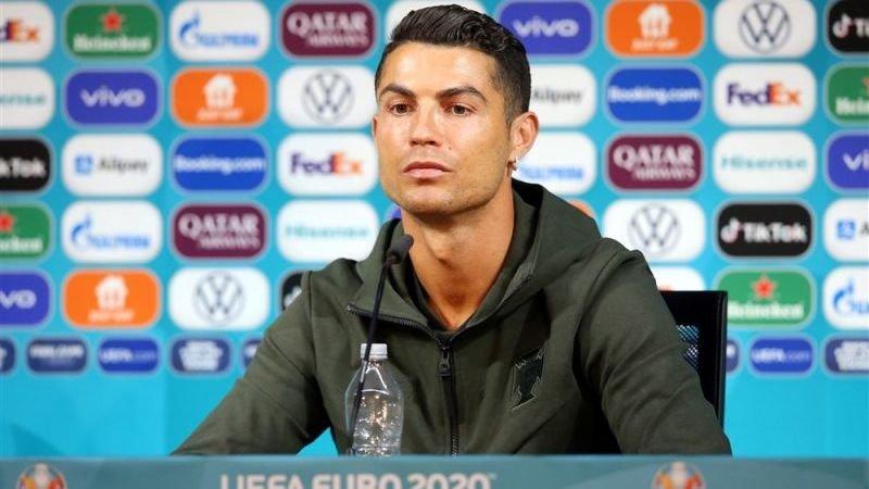 Cristiano Ronaldo zet hoofdsponsor EK te kakken, zo reageert de wereld