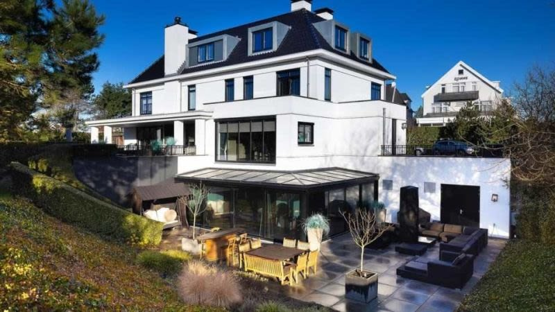 dirk-kuyt-verkoopt-deze-riante-villa-met-bioscoop-in-noordwijk-voor-ruim-6-6-miljoen-euro