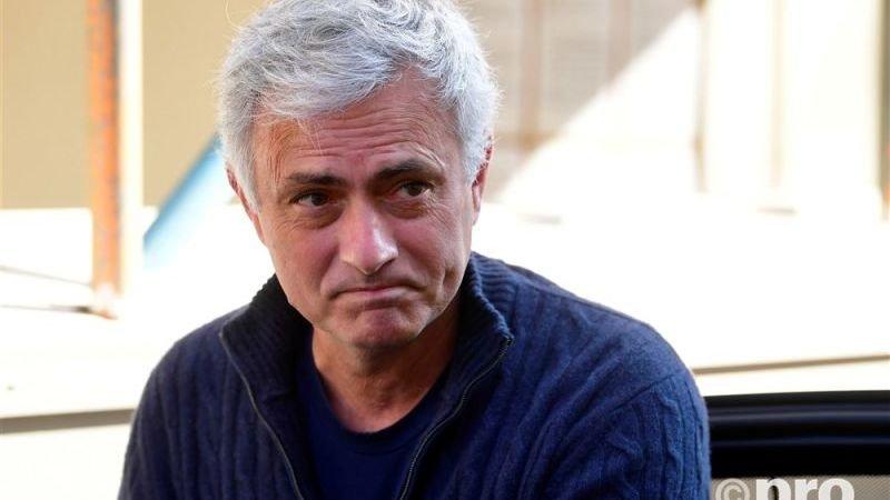ryanair-neemt-mourinho-op-de-hak-en-biedt-hem-spotgoedkope-vlucht-naar-rome-aan
