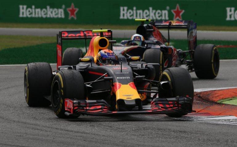 Verstappen in Formule 1 auto